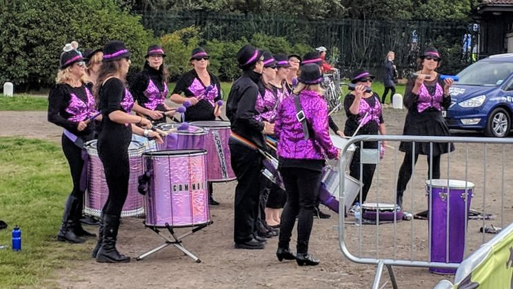Samba band, Commotion