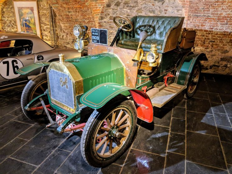 Car from 1909 on display in the museum