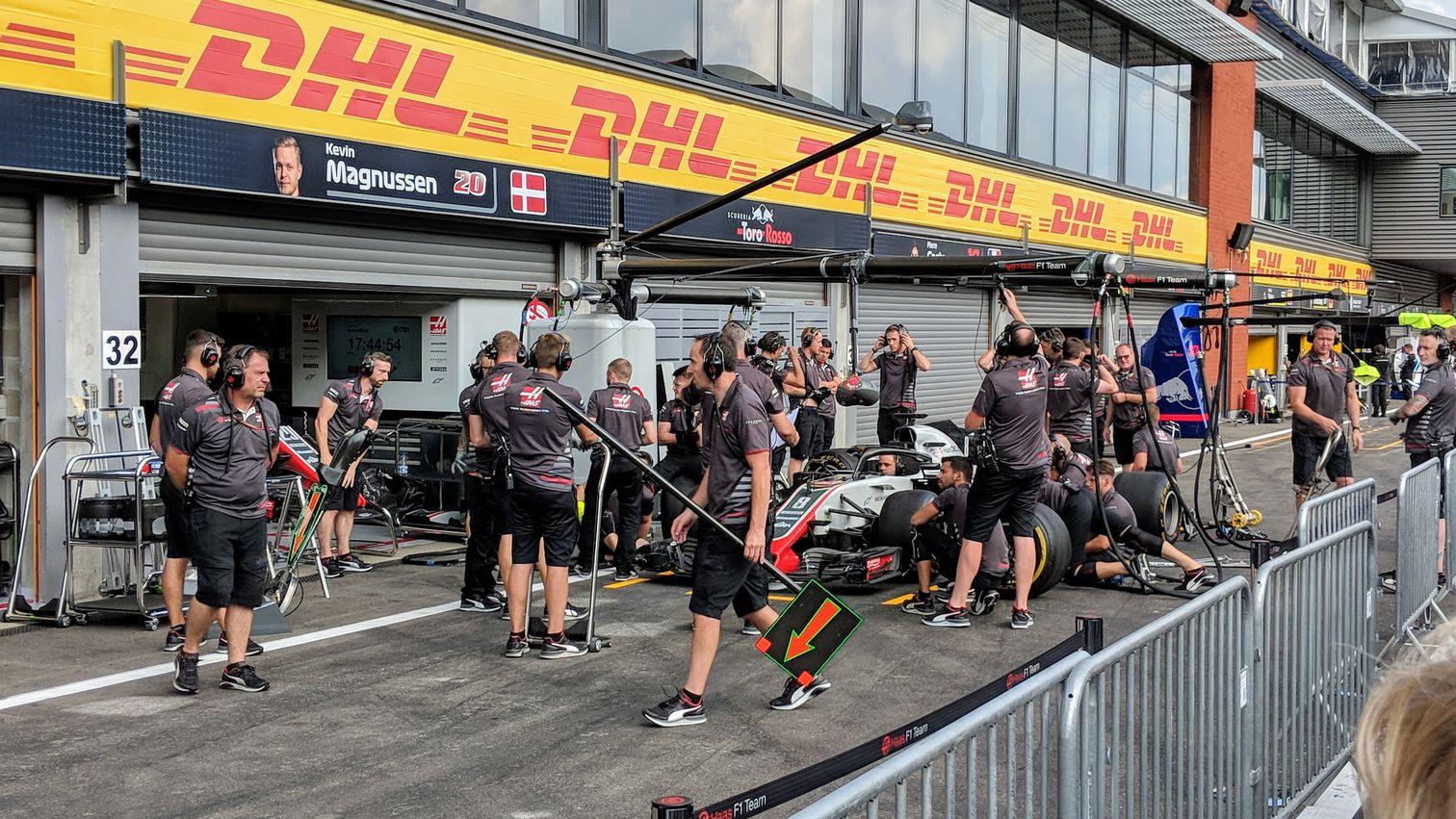 Haas pit stop practice